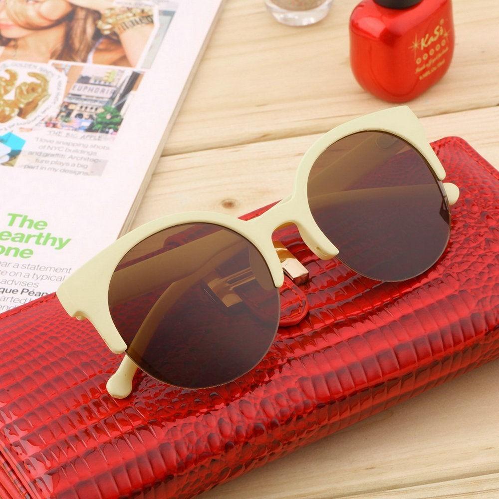 e9673bd29f1b3 óculos de sol gato gatinho cat eye redondo bege proteção uv. Carregando  zoom.