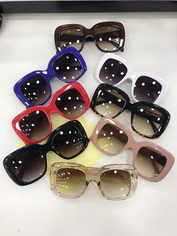 f82d085a5677b óculos de sol grande quadrado gatinho vintage cores c brinde. Carregando  zoom.