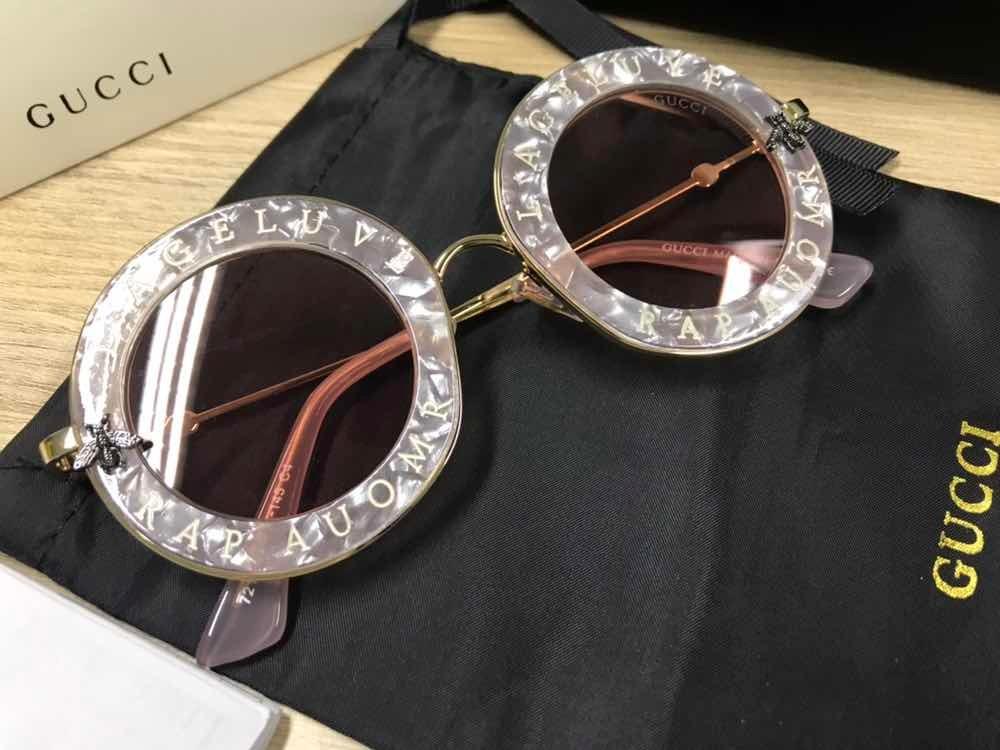 82669dad51184 Óculos De Sol Gucci Round Madrepérola - R  580,00 em Mercado Livre