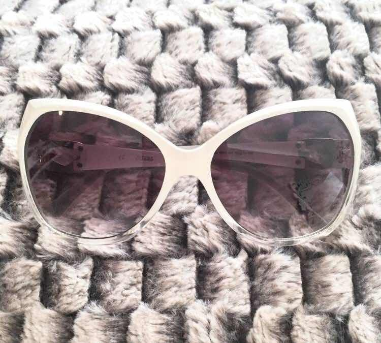 231acf8e7 Óculos De Sol Guess Branco Gradiente - Original - R$ 130,00 em ...