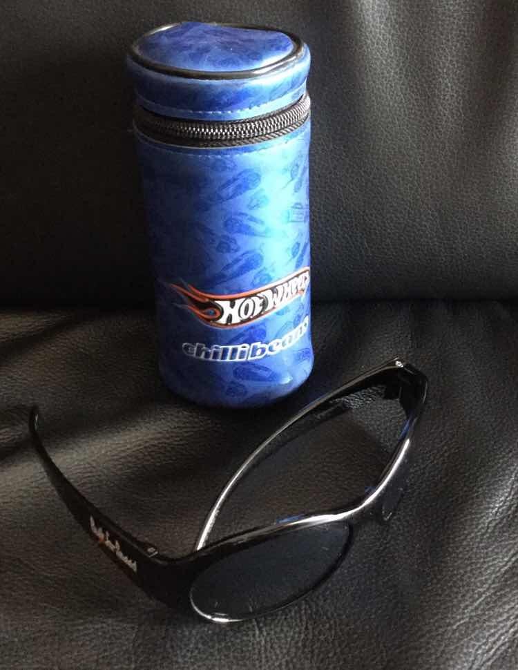 5b3f569c4 óculos de sol infantil chilli beans original hot wheels. Carregando zoom.