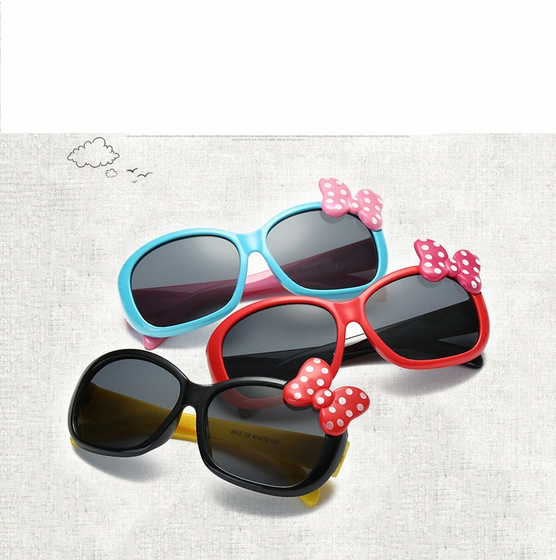 fcbc2e6171745 Oculos De Sol Menina Infantil Laço Minie Proteção Uv400 - R  27