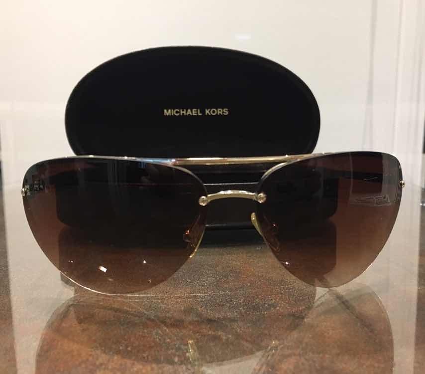 cb9154aec Oculos De Sol Michael Kors ( Usado) - R$ 150,00 em Mercado Livre