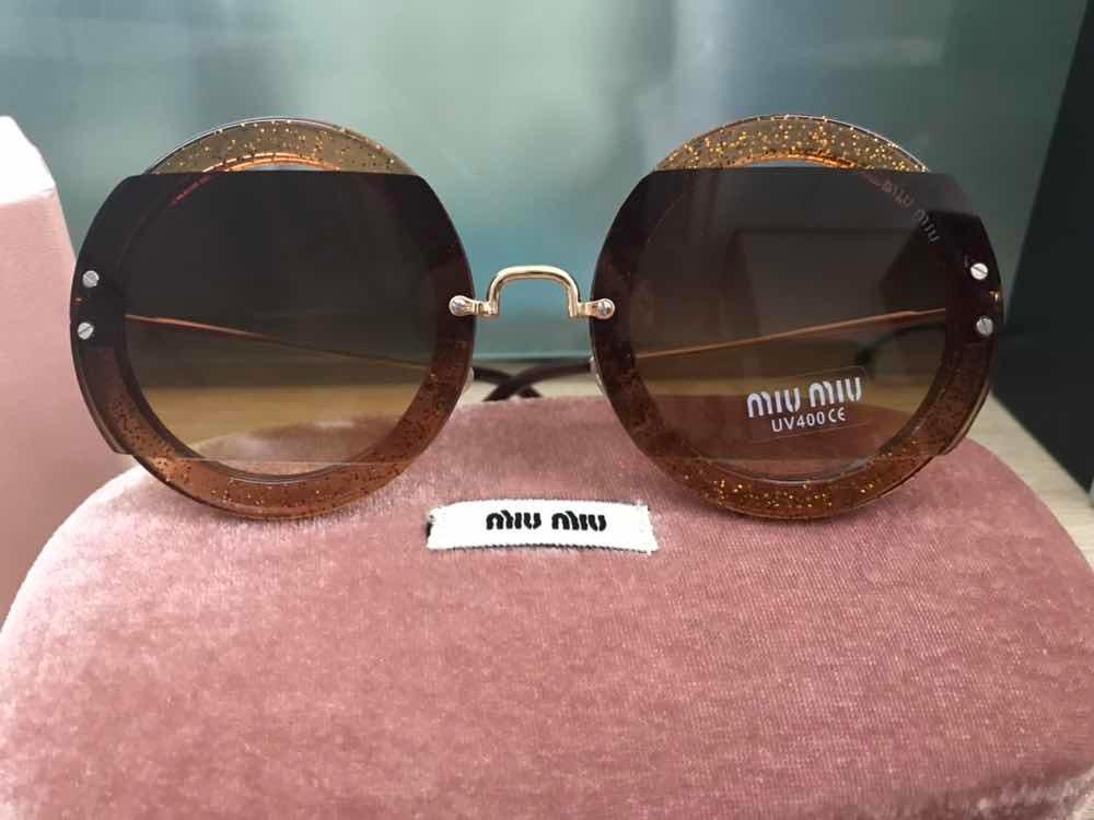 Óculos De Sol Miu Miu Redondo Round Caramelo - R  269,99 em Mercado ... 1afb514aec