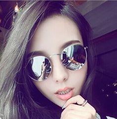 598f8fdfc835b Óculos De Sol Ovalado Espelhado Prata Unissex - R  29