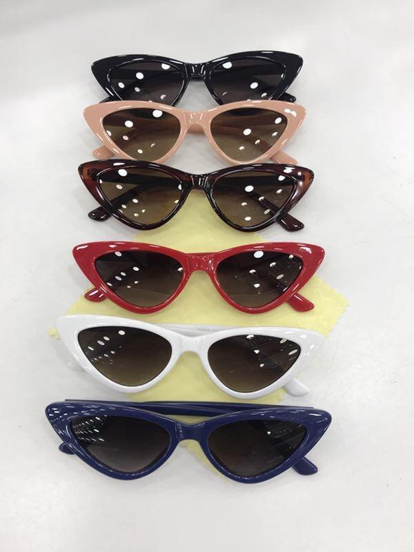 Óculos De Sol Pequeno Gatinho Pontudo Estilo Blogueira Bri - R  120 ... ecae5807c9