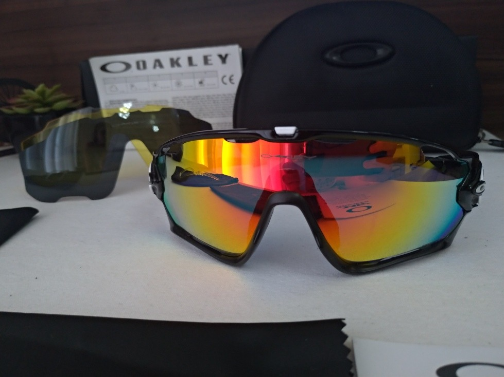 29300ff7ab974 Óculos Esportivo Jawbreaker, 4 Lentes + Acessórios - R  179,00 em ...