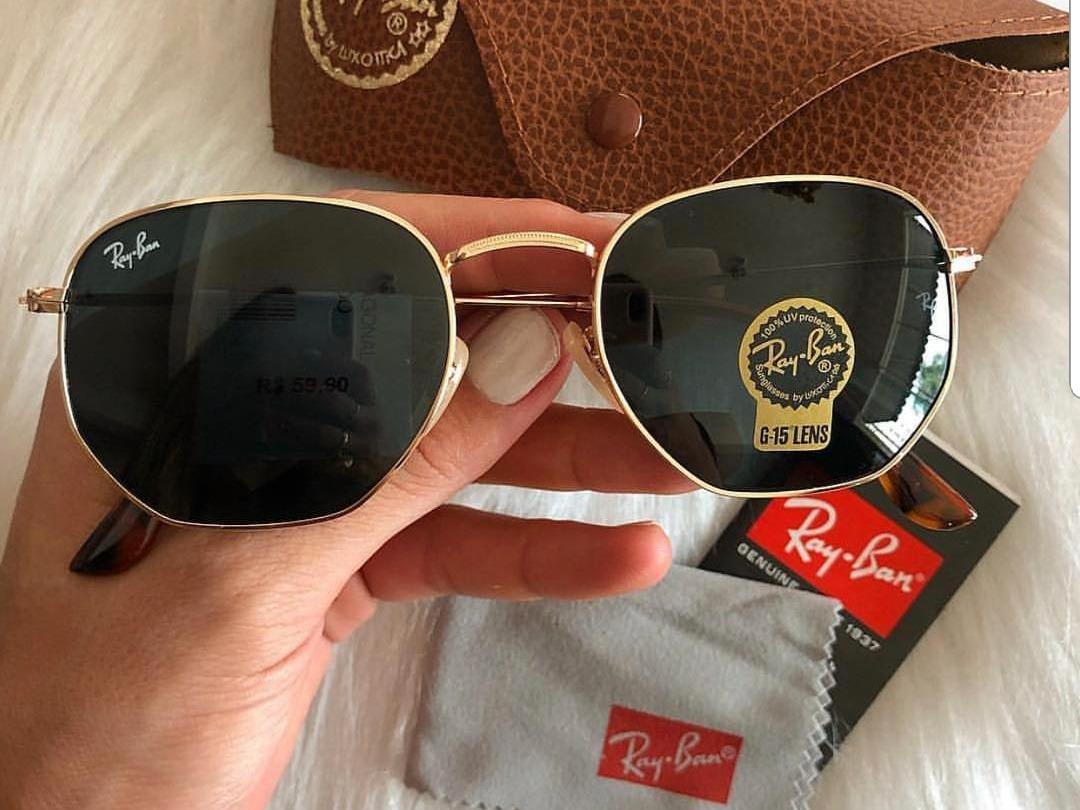 Óculos Feminino Hexagonal Preto Com Armação Dourada - R  120,00 em Mercado  Livre 8f3b9408de