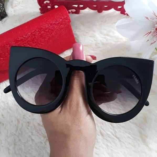Óculos Gatinha - R  99,00 em Mercado Livre 87b7b5744c