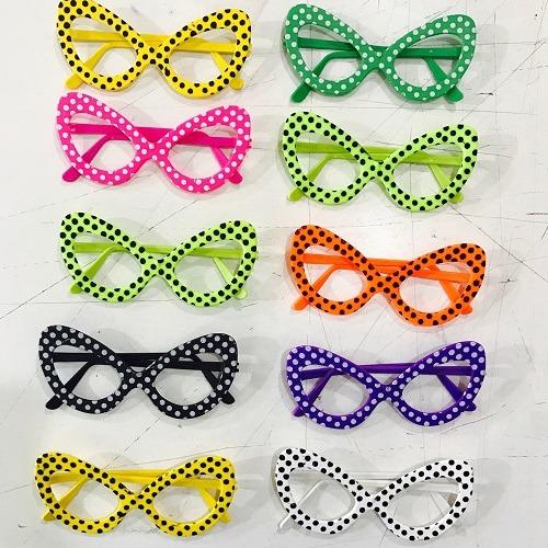 4e51656edc93a Oculos Gatinha Bolinhas Pintado C 30 Unidades - R  112,80 em Mercado ...