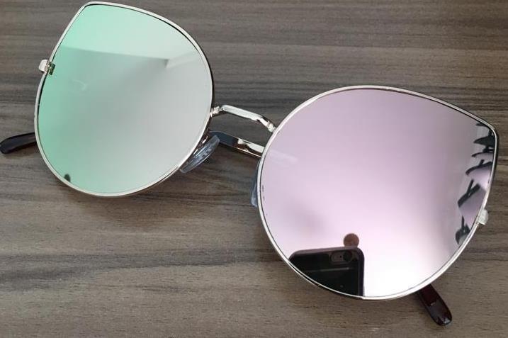 dba2fd464 Óculos Grande Colorido Sol Feminino Gatinho Redondo Uv400 - R$ 28,89 ...