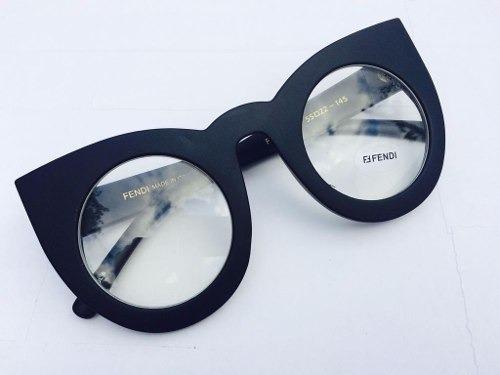 cf58385ad8a62 Oculos Grande De Grau Fendi Armação Preto Fosco Acetato - R  150