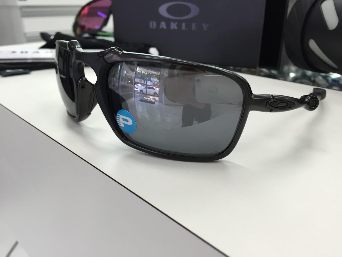 2ea4358397 oculos oakley badman polarizado oo6020-01 dark carbon. Carregando zoom.