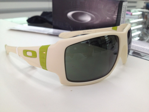 9f6639f042f Oculos Oakley Big Taco Matte Bone 009173-07 Lançamento - R  299