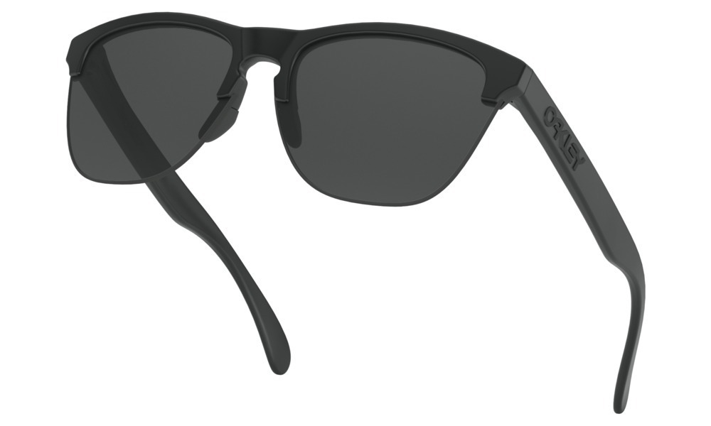 40cc84dd6 Óculos Oakley Frogskins Lite Matte Black Lente Grey - R$ 359,00 em ...