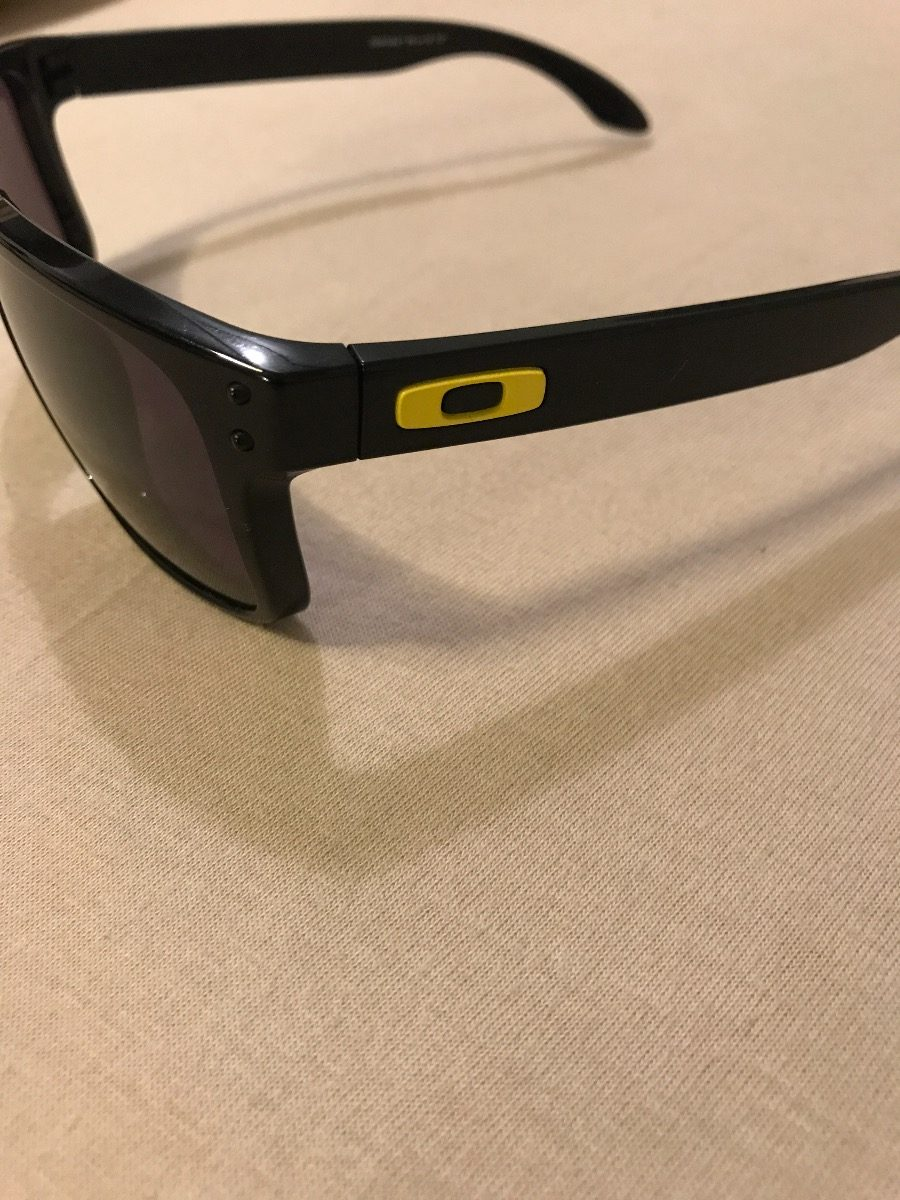 Óculos Oakley Holbrook Polarizado - Valentino Rossi Vr46 - R  249,00 ... 8b03a22bd7