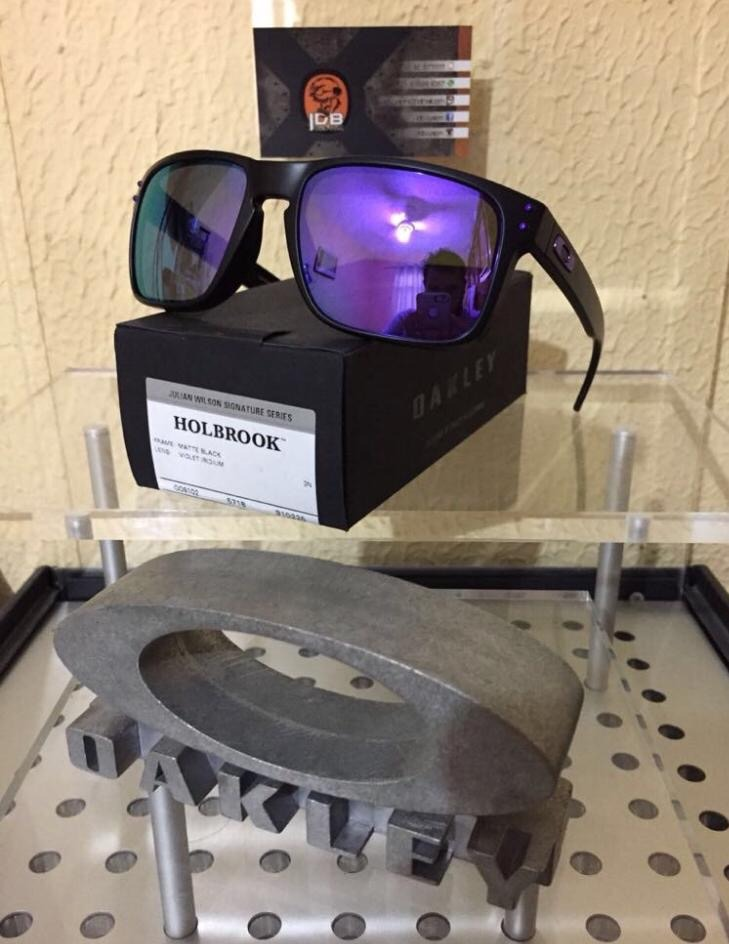 Óculos Oakley Holbrook Matte Black   Violet Iridium - R  400,00 em ... 6e6b2ee026