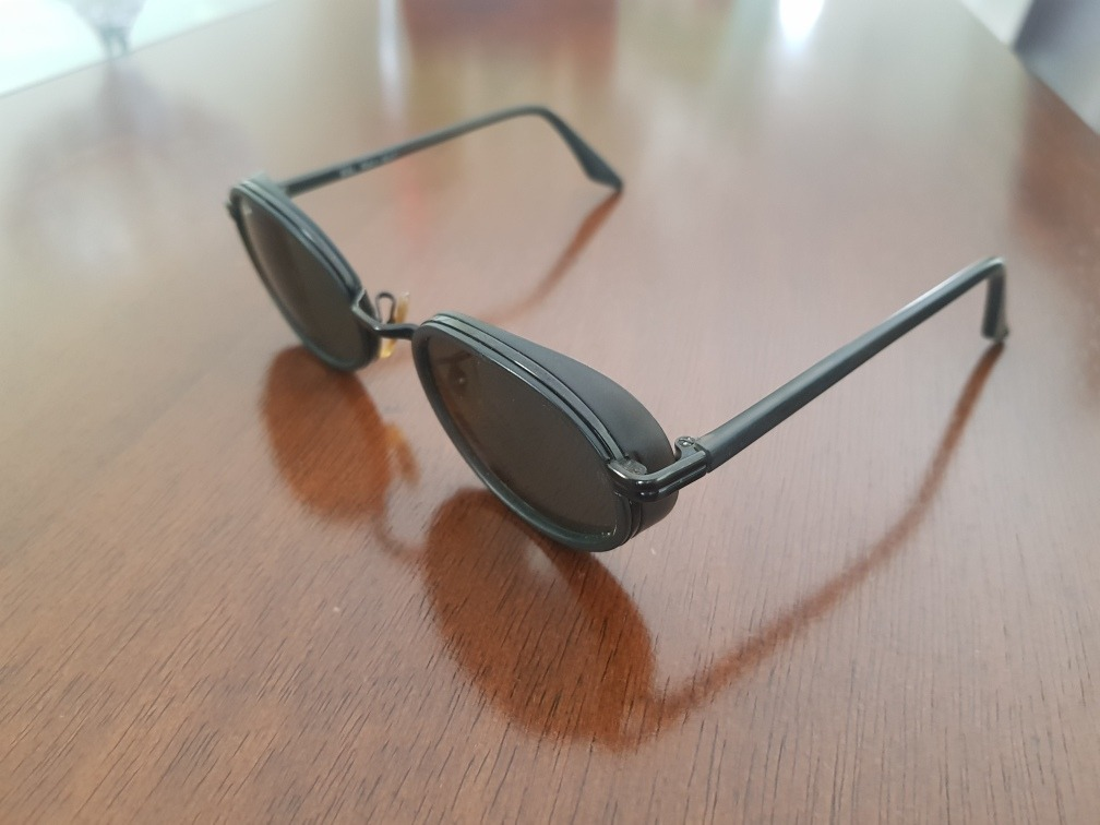 36902bb619d78 Óculos Ray Ban Usado - Com Proteção Lateral - R  100