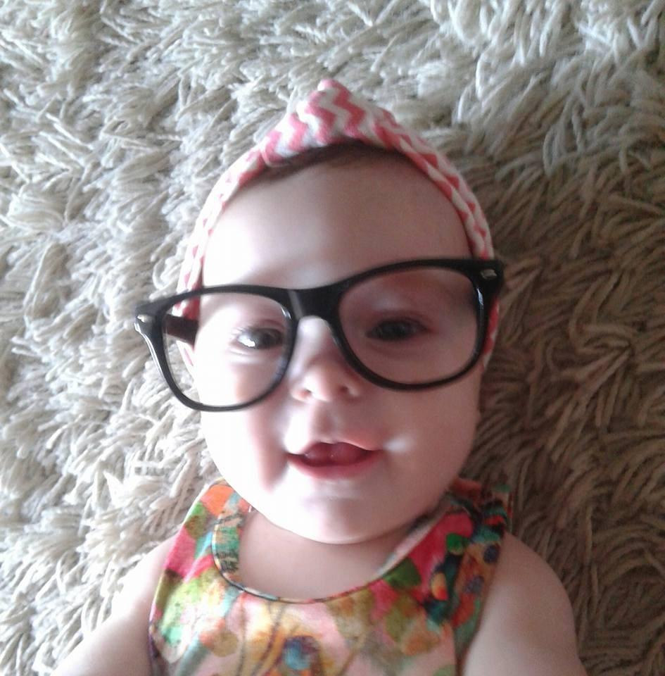 5ea3bf56e óculos sem lentes para bebê em fotos newborn chiquinha. Carregando zoom.