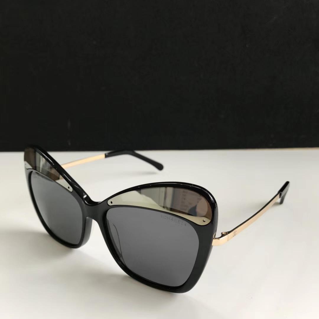 deeec8172f496 óculos de sol chanel 5378 preto dourado. Carregando zoom.