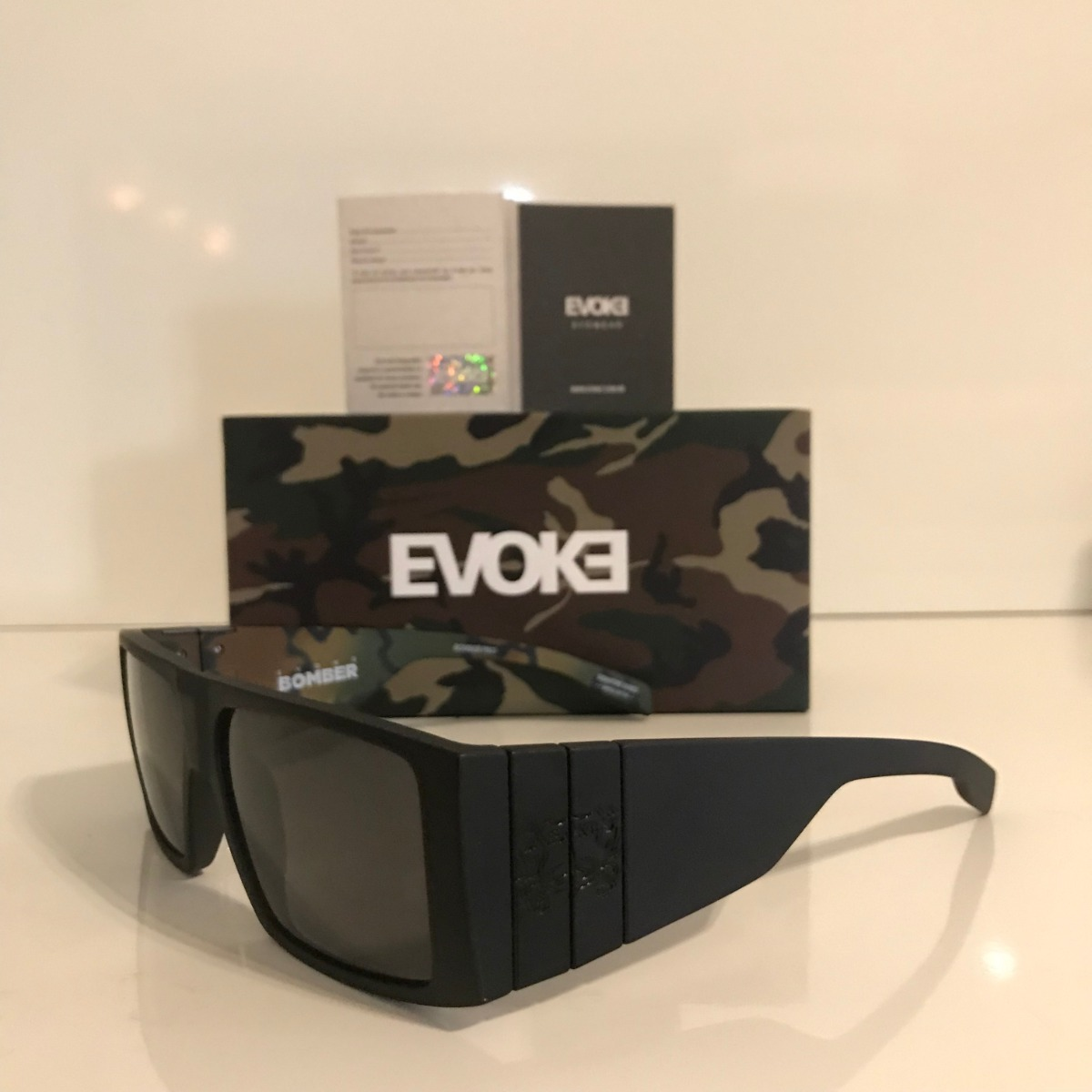 Óculos De Sol Evoke Bomber A10 Black White - R  520,00 em Mercado Livre 6eed378b4e