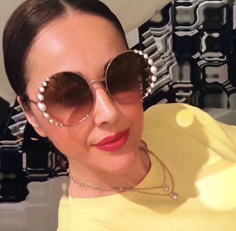 0a4afd3f07fff Carregando zoom... óculos de sol fendi pearls feminino pérola redondo round  óculos sol fendi