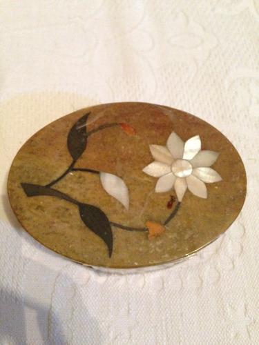 oferta caja antigua tallada de piedra jabón nacar incrustado