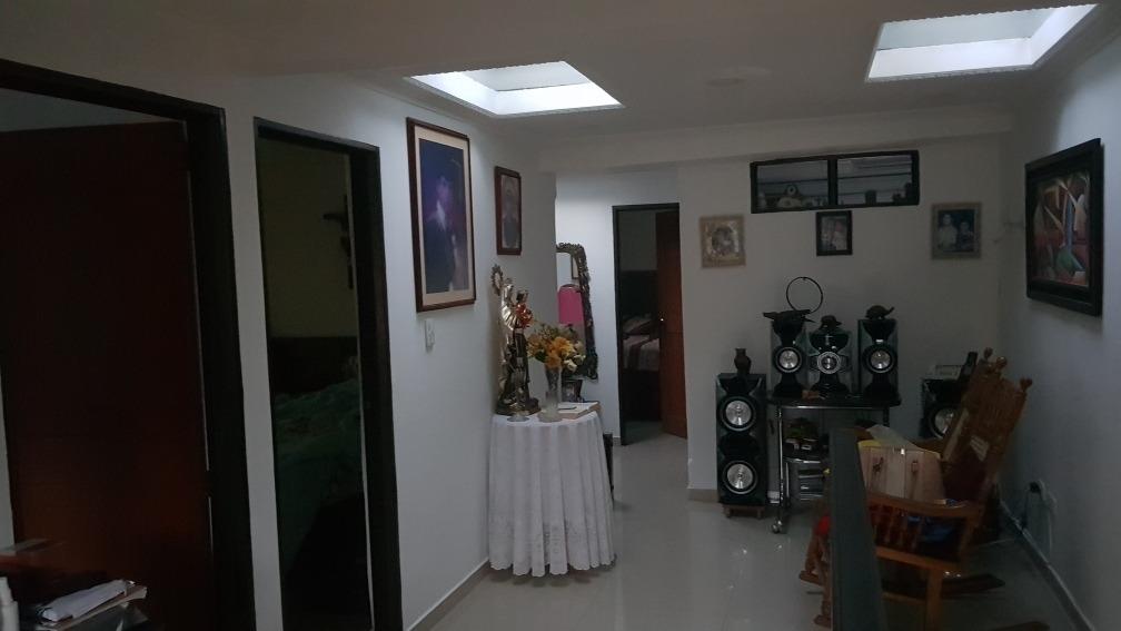 oferta casa esquinera de 2 pisos excelente ubicación