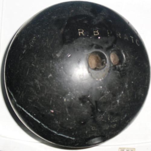 oferta de 2 bolas de boliche o bowling
