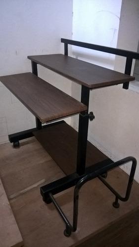 oferta mesa para computadora de metal y madera con ruedas