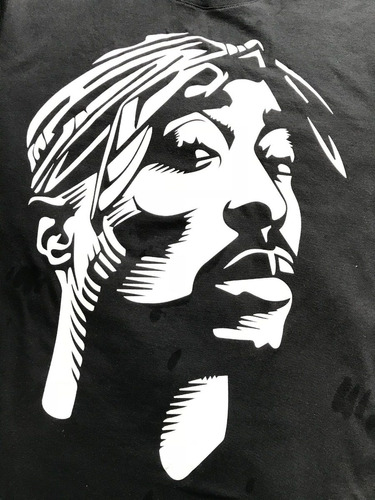 oferta playera estampada imagen tupac color negro y blanco
