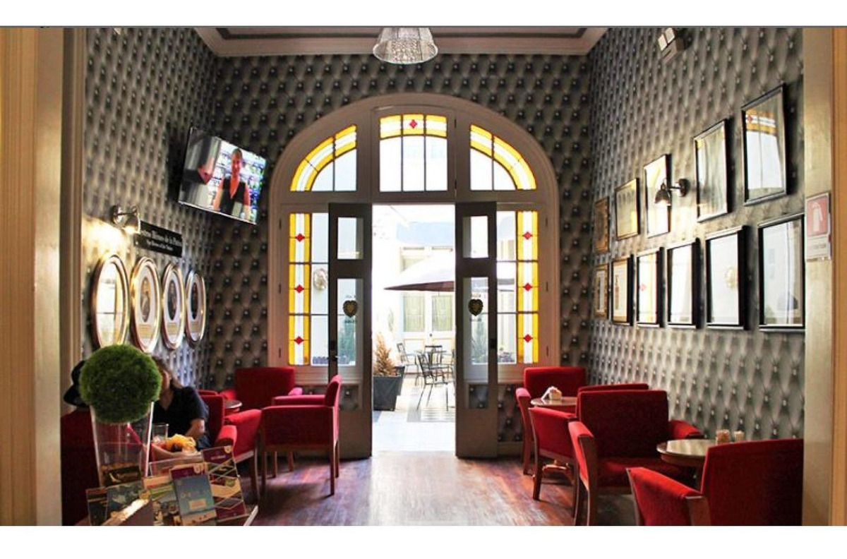 oferta - se vende  hotel boutique patrimonial amoblado - stgo centro - 33.000 uf