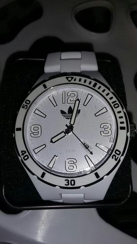 oferta solo hoy reloj marca adidas blanco y negro