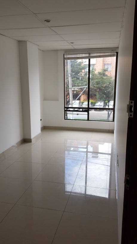 oficina 13 m2 pasadena cra 53 # 104b-35 exterior iluminada
