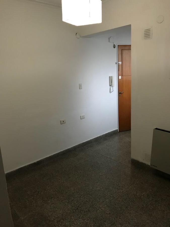 oficina 32 mts 2- sin expensas- la plata
