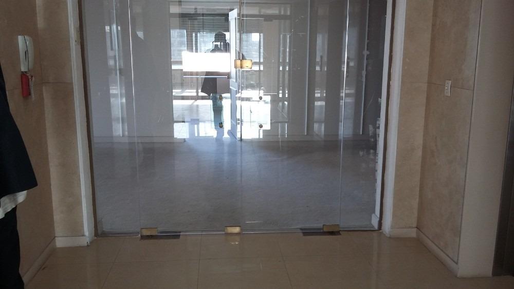 oficina 540m2. 20 amb. 4 cocheras.en san nicolas