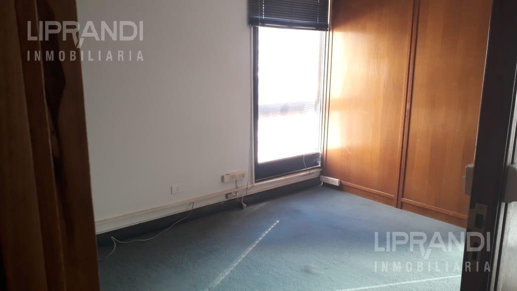 oficina  - 72 m2 - luminosa- metros plaza san martin - con vigiancia - ley nueva