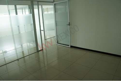 oficina acondicionada en renta en torre jv juárez, con vista a la ciudad, restaurantes,avenida juárez y bancos.
