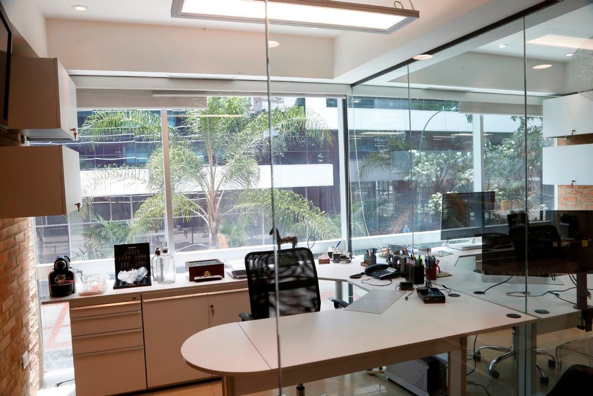 oficina alquiler las mercedes 56 m2 con estacionamiento