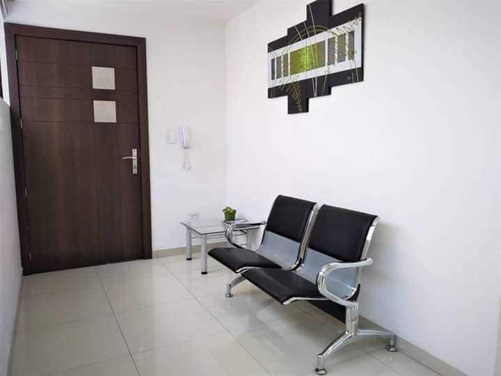 oficina amoblada 81m2