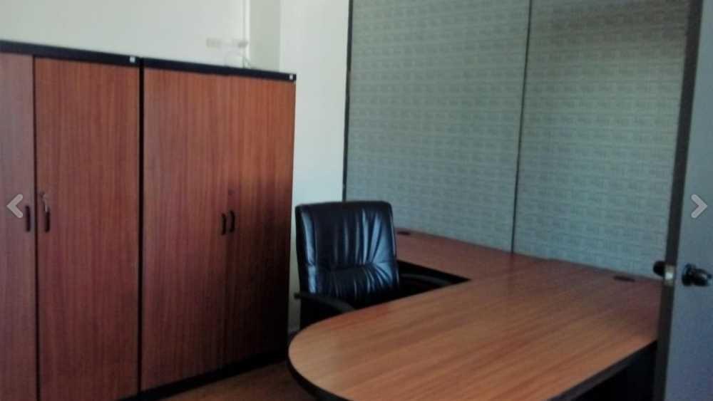 oficina amoblada excelente ubicación (6 diciembre y colón)