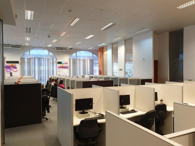 oficina amplia. 540m2 cubiertos. zona bancaria. microcentro. sarmiento y cordoba