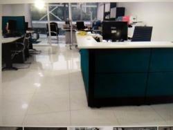 oficina c.c. trigaleña plaza. amoblada.