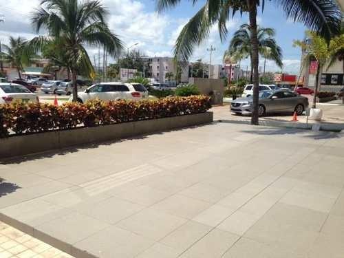 oficina comercial amueblada frente a la bonampak