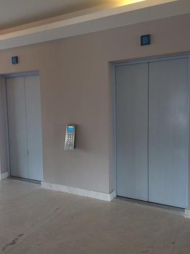 oficina comercial en renta central park piso 3 torre 1