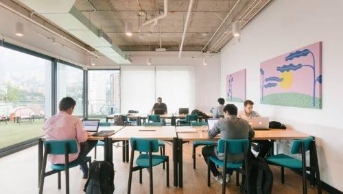 oficina completamente equipada para 21-50 personas en cuidad de los deportes