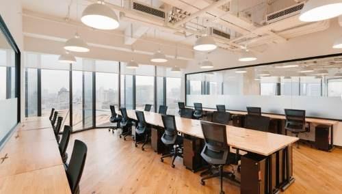 oficina completamente equipada para 8 personas en reforma.