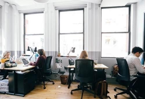 oficina completamente equipada servicios incluidos para 20 a 30 personas.
