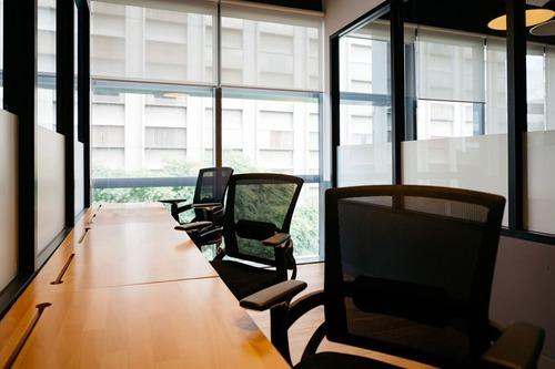 oficina completamente equipada, servicios incluidos para 20 a 30 personas. aj