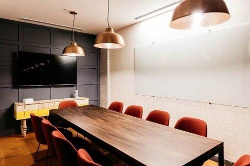 oficina completamente equipada, servicios incluidos para 5 a 10 personas